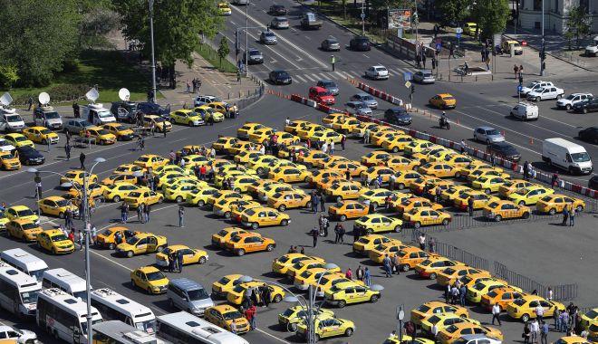 Foto: Protestul din Piața Victoriei s-a încheiat. Taximetriștii s-au înțeles cu Guvernul