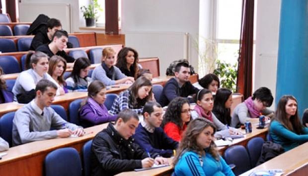 Foto: Provocare pentru studenţii economişti