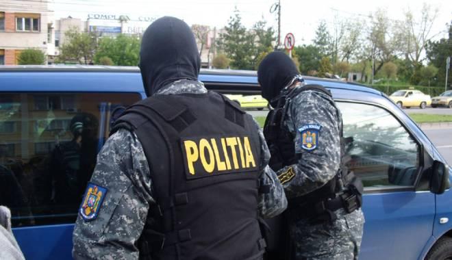 Foto: Indivizi arestaţi pentru proxenetism, la Medgidia