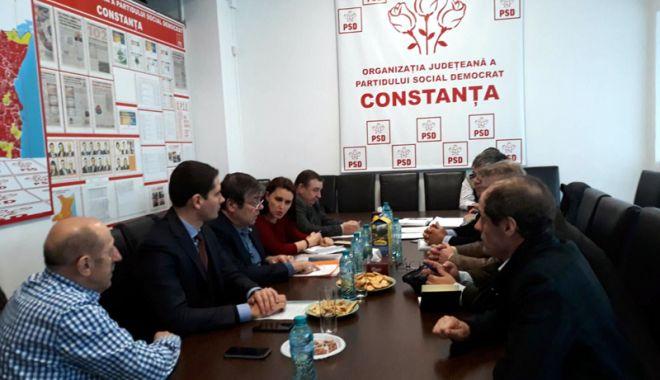 Foto: Cadrele militare disponibilizate au cerut ajutorul senatorului Ștefan Mihu
