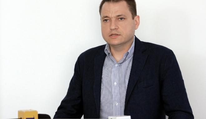 """Foto: Mircea Dobre susţine că nu există întârzieri la Ministerul Turismului. """"Aştept şedinţa CExN al PSD"""""""