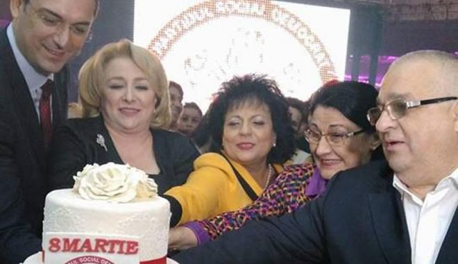 """Foto: Social-democratele din Constanţa  au sărbătorit anticipat """"Ziua Femeii"""""""