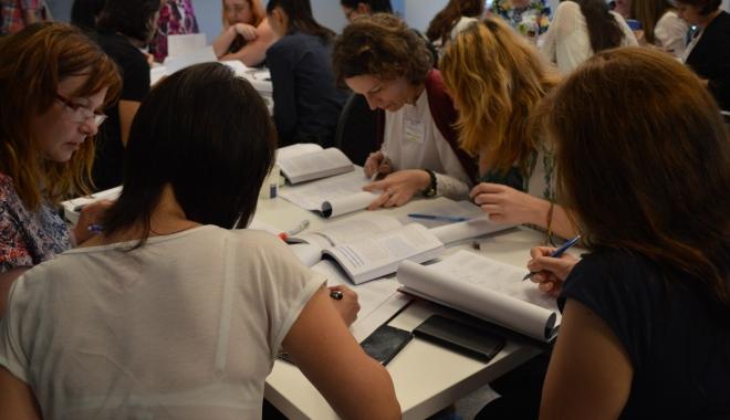 Foto: Psihologi care lucrează cu bolnavii cronici, instruiţi la Constanţa