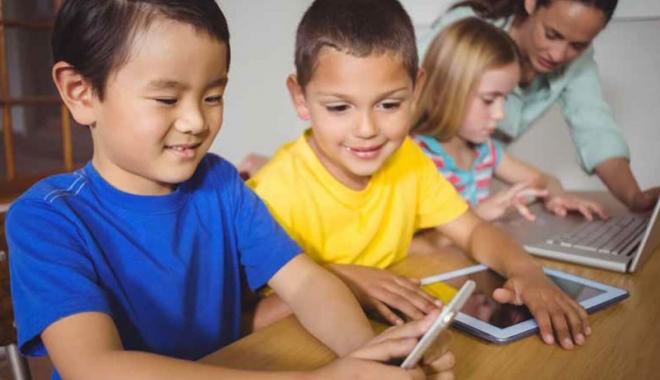 Foto: Psihologii şcolari caută soluţii pentru a lucra cu elevii generaţiei de astăzi