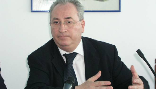 Foto: Scandalul de la Muzeul de Istorie. Puiu Haşotti îl desfiinţează pe Constantin Scurtu!