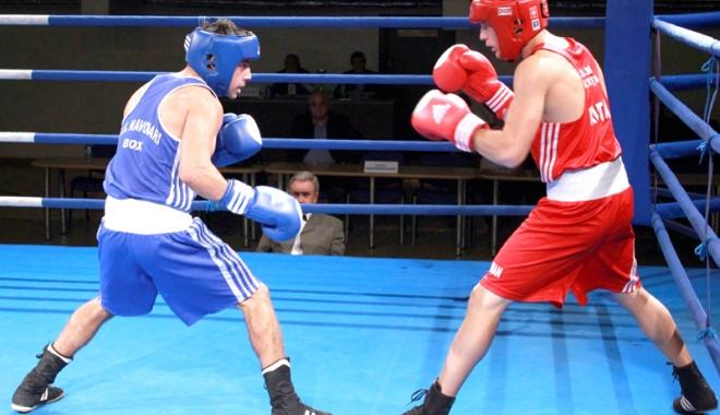 """Foto: Pumni împărţiţi în ring! Gală de box, mâine, la Sala """"Tomis"""""""