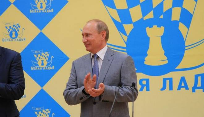 Foto: Șah / Vladimir Putin a urat bun venit șahiștilor Magnus Carlsen și indianului Wiswanathan Anand