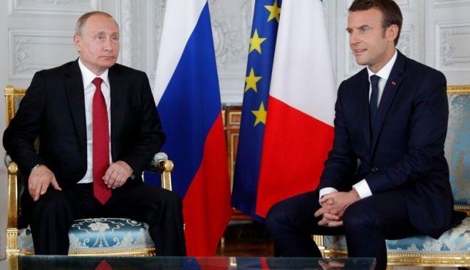 Foto: Putin şi Macron susţin  menţinerea acordului  privind programul nuclear iranian