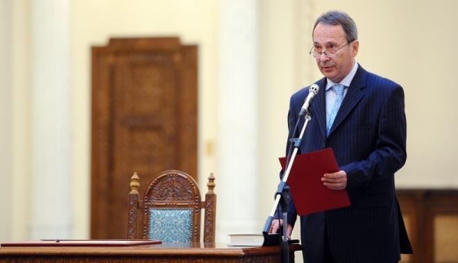 """Foto: Valer Dorneanu, preşedintele CCR: """"Noi avem o singură presiune"""""""