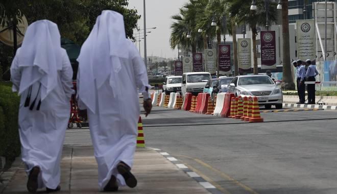 Foto: Cei 10 muncitori români arestaţi în Qatar au fost eliberaţi