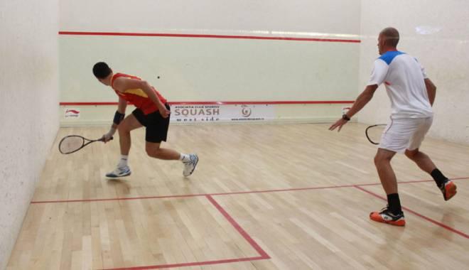 Foto: Racordaţi rachetele! Campionatul Balcanic de squash, în România