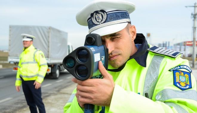 Foto: Şoferi prinşi cu viteze de peste 200 de kilometri pe oră pe Autostradă