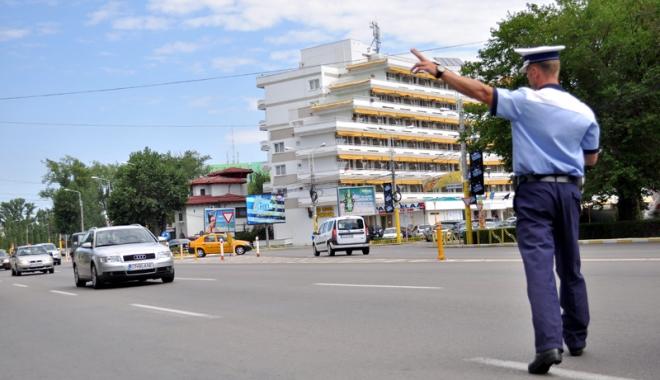 Foto: Constănţean aproape de comă alcoolică la volan, cu numere de înmatriculare expirate