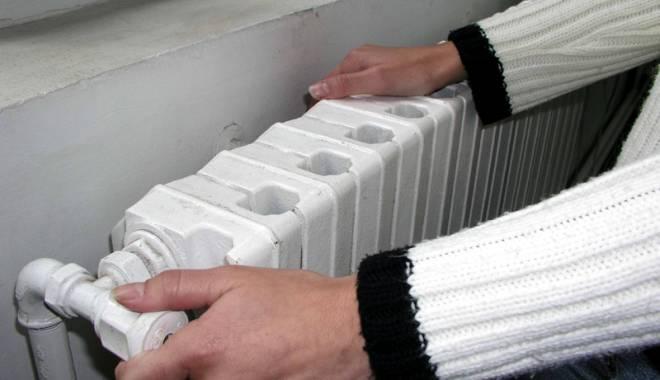 Foto: Ultimele pregătiri pentru furnizarea căldurii. RADET încarcă instalaţiile