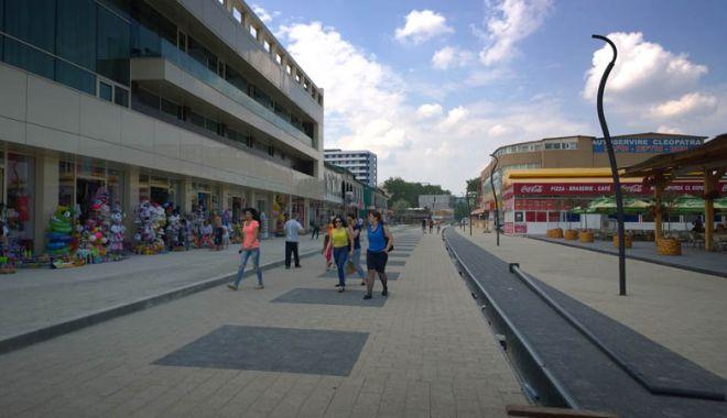 Foto: De ce stau luminile aprinse astăzi, pe străzile din Mamaia