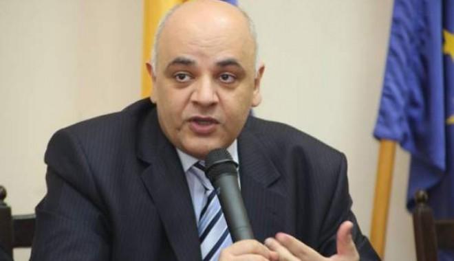Președintele Băsescu a semnat decretul de numire a lui Raed Arafat ca ministru al Sănătății - raedarafat28depersoanecuprobleme-1352292075.jpg