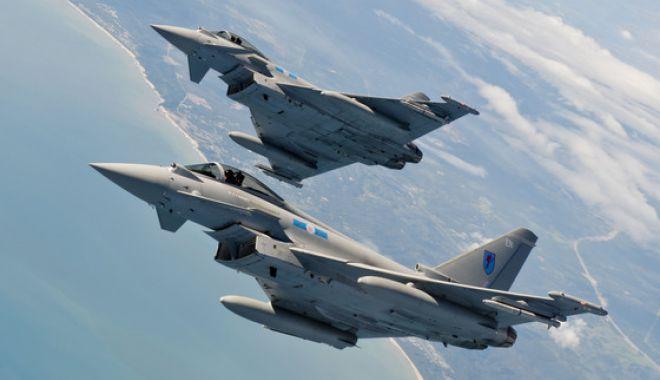 Foto: Avioanele de vânătoare britanice au interceptat două avioane de luptă ruseşti desupra Mării Negre