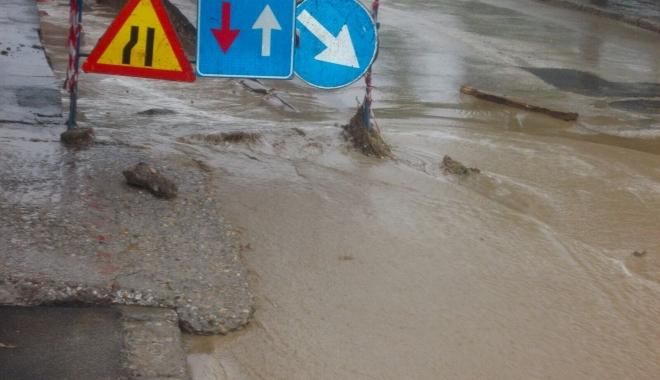 Foto: Cartiere întregi fără apă potabilă / Inundaţiile fac ravagii!