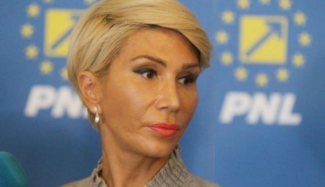 Foto: Raluca Turcan, candidatul opoziţiei pentru preşedinţia Camerei Deputaţilor