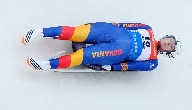 Foto: Raluca Stămăturaru, portdrapelul României la ceremonia de închidere a Jocurilor Olimpice de iarnă