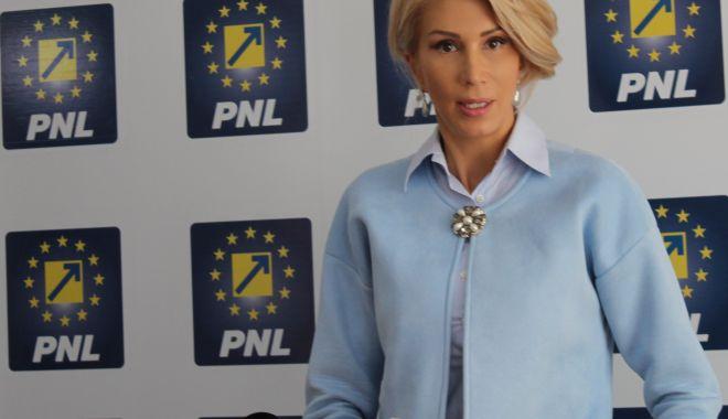Foto: Raluca Turcan, de la PNL, cere demisia premierului Viorica Dăncilă