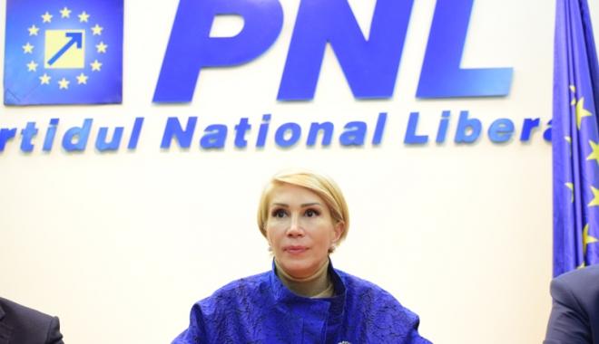 Foto: Raluca Turcan: Tăriceanu  a devenit avocatul  corupţiei în spaţiul public