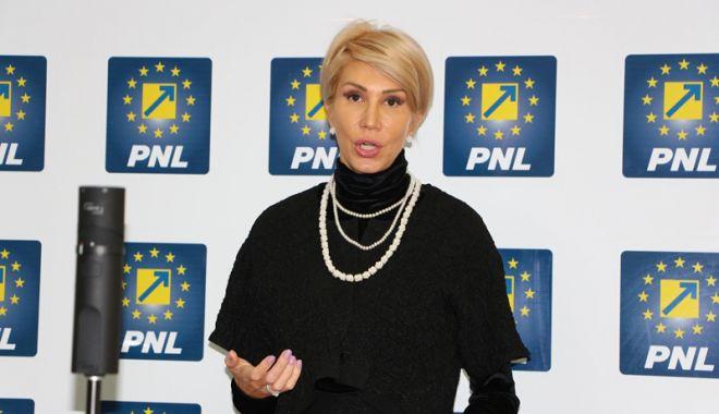 Foto: Raluca Turcan, realeasă lider  al Grupului PNL din Camera Deputaților