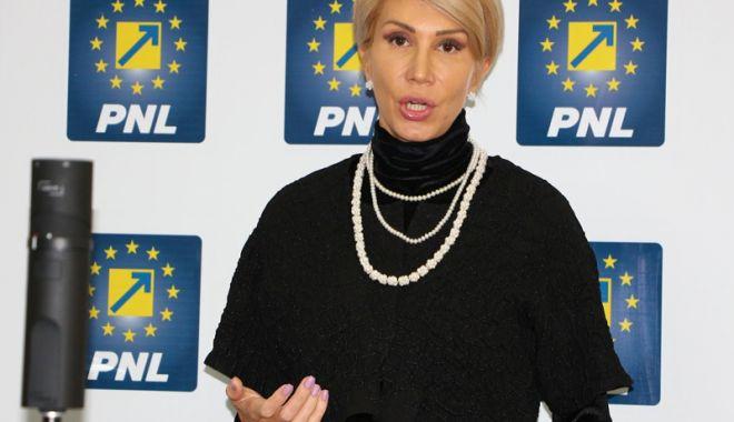 Foto: Raluca Turcan: Majoritatea PSD - ALDE - UDMR decredibilizează Parlamentul