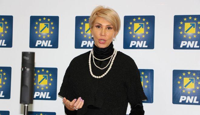 """Foto: Raluca Turcan: """"PNL va depune moțiune simplă împotriva lui Tudorel Toader"""""""