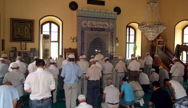 Foto: Musulmanii intră, astăzi, în luna sfântă a Ramazanului