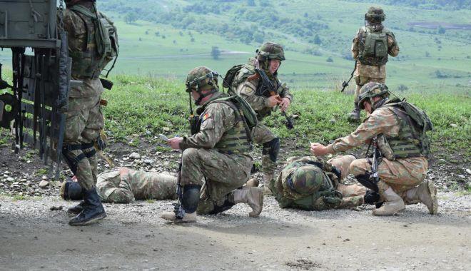 Foto: Evacuarea răniţilor, un antrenament obligatoriu
