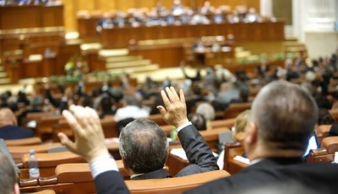 Foto: Senat: Raportul legii privind Codul rutier nu a întrunit voturile necesare pentru a fi adoptat