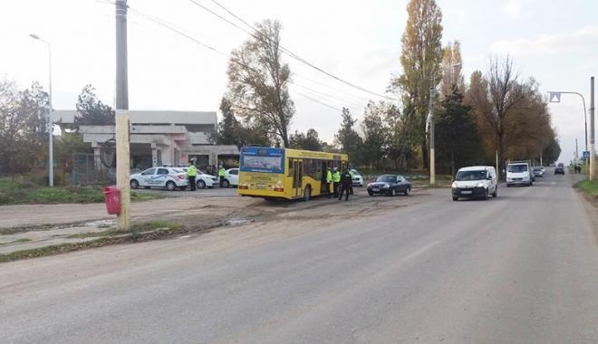"""Foto: Călătorii frauduloşi au intrat pe mâna Poliţiei Locale. A """"plouat"""" cu amenzi"""