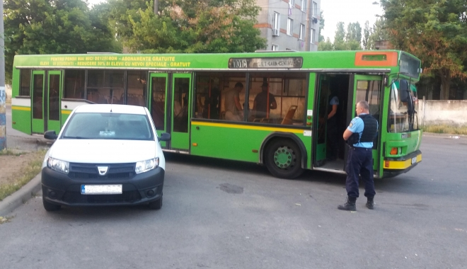 Foto: Șoferul unui autobuz RATC, prins de jandarmi în timp ce fura motorină
