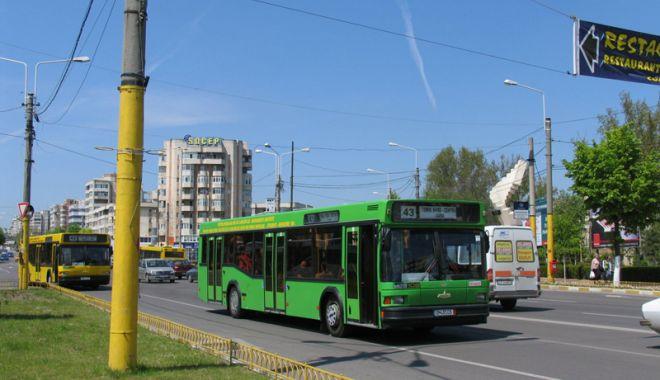 Foto: Trafic infernal la Constanţa! Prioritatea  pentru autobuze, o soluţie eficientă