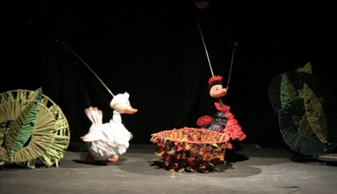 """Foto: """"Răţuşca cea urâtă"""" urcă, în premieră, pe scena Teatrului de Copii"""