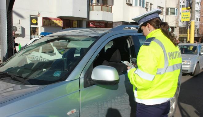 Foto: Prinsă de poliţişti la volanul unei maşini neînmatriculate