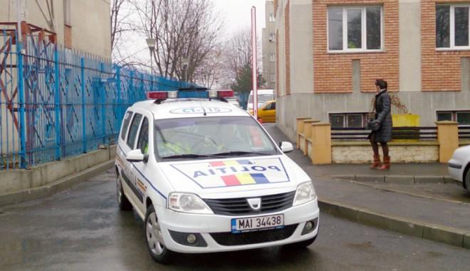 """Foto: """"Razie"""" a rutieriştilor la liceele din Constanţa"""