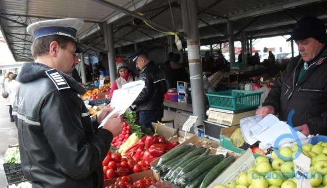 Foto: Razie a poliţiştilor la Târgul de legume-fructe din Constanţa