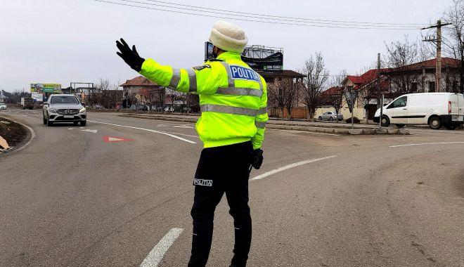 Razie cu radarul mobil, pe șoselele din Constanța: sute de șoferi, amendați pentru viteză! - razietrafic1-1612549047.jpg
