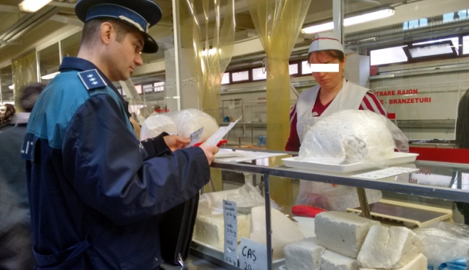 Foto: Razii în pieţele din Constanţa. S-a lăsat  cu confiscări de produse şi zeci de amenzi
