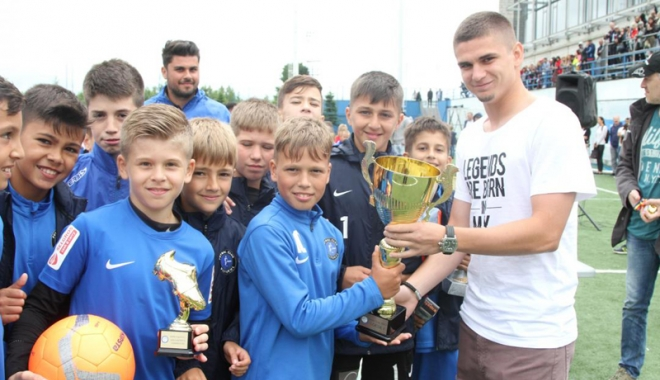 Foto: Răzvan Marin a premiat câştigătorii Dolphin Cup 2017