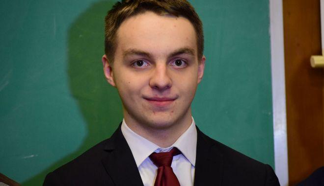 Constănțeanul Răzvan Mihai Ursu, medaliat cu bronz la Olimpiada Internațională de Fizică - razvanmihaiursu-1532960483.jpg