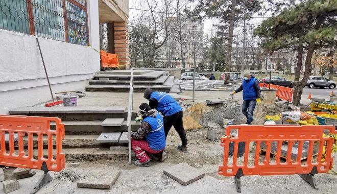 Infrastructura pietonală de pe strada Mircea cel Bătrân este refăcută - reabilitare1-1614192884.jpg