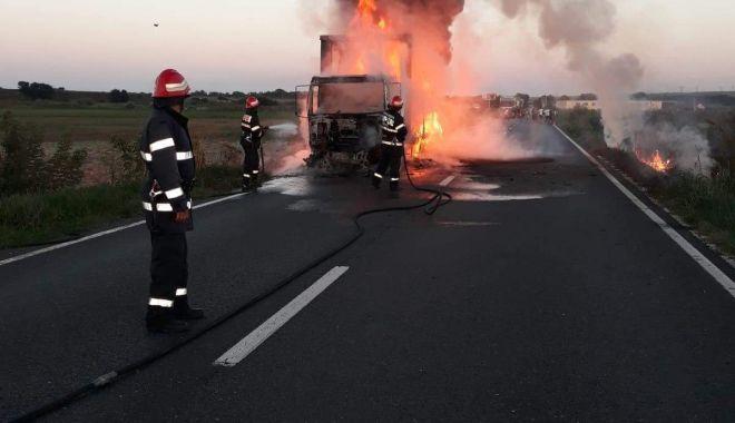 INCENDIU TERIBIL LA CONSTANȚA ! Autocamion mistuit de flăcări - received1107603076056934-1533794189.jpg