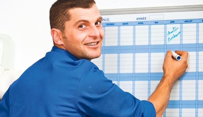 Foto: Ai plecat în concediu, iar şeful te recheamă  la muncă. Abuz sau nu?