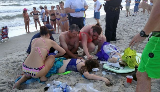 Foto: Atenţie unde mergeţi în vacanţă! Plaja unde RECHINII dau ATACUL