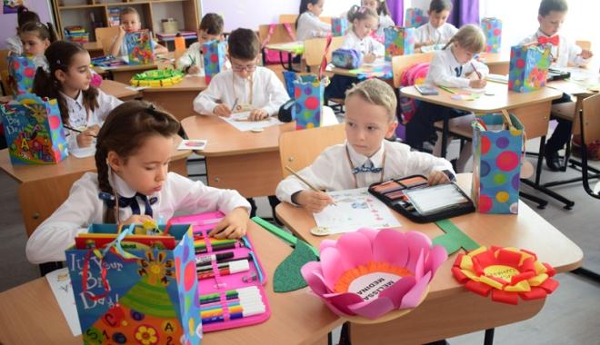 Foto: Toţi elevii din judeţul Constanţa vor primi rechizite