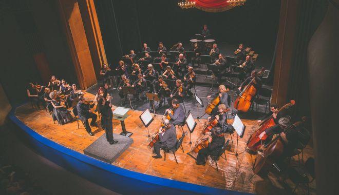"Foto: Recital, concert simfonic și spectacol de balet, la Teatrul Național ""Oleg Danovski"""