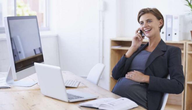 Foto: Femei însărcinate,  forţate de angajatori  să-şi dea demisia